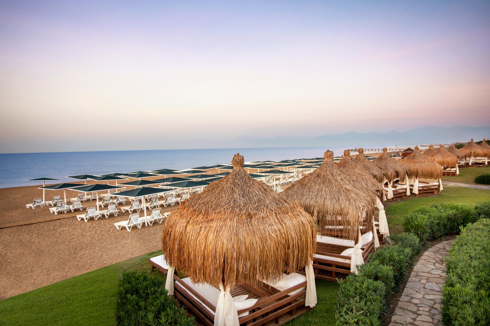IC Residence | Beach & Cabanas