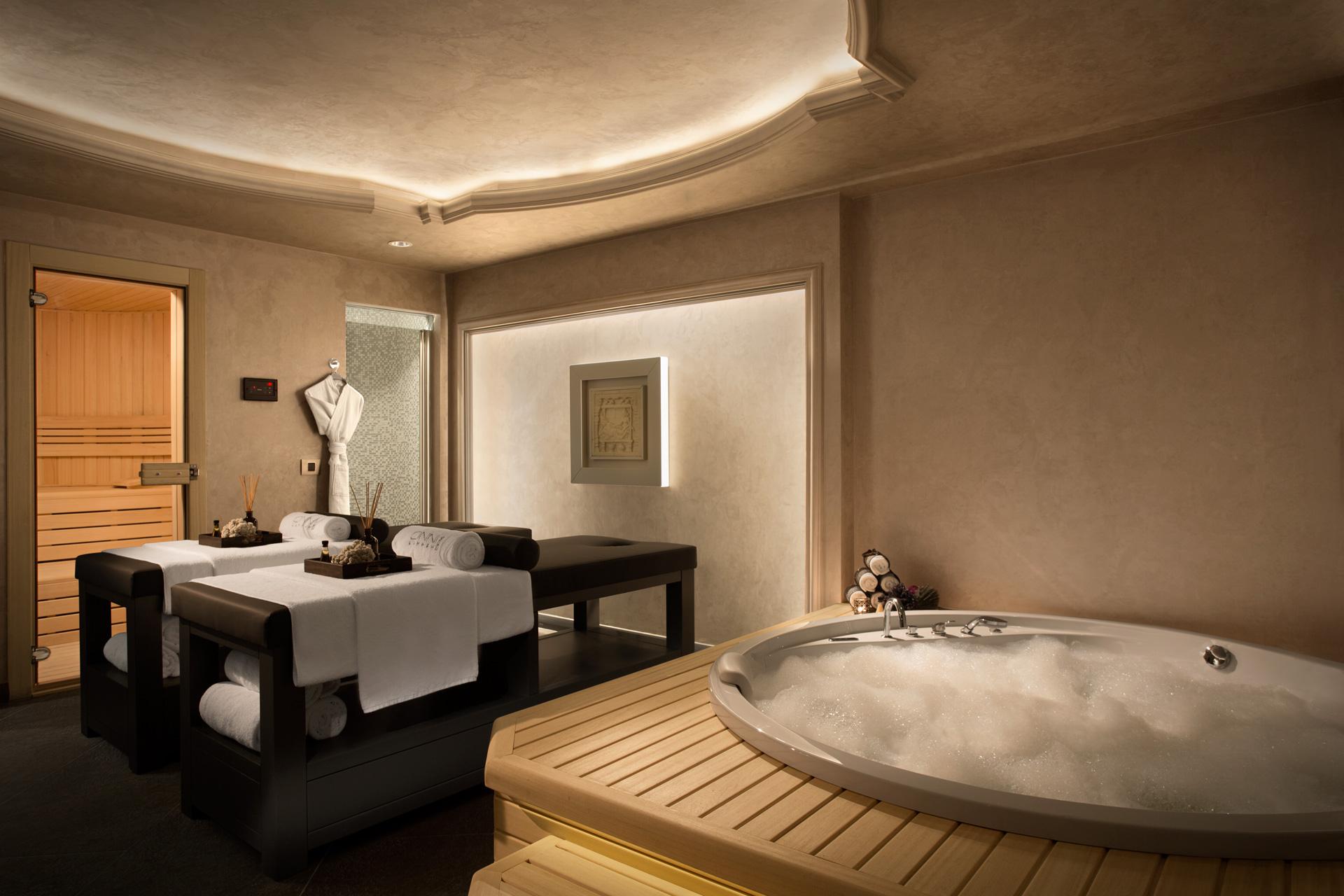 Lazzoni Hotel | Massage Room