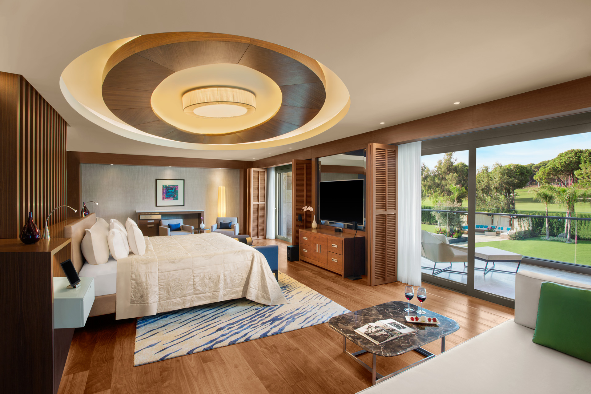 Regnum Crown Villa | Master Room